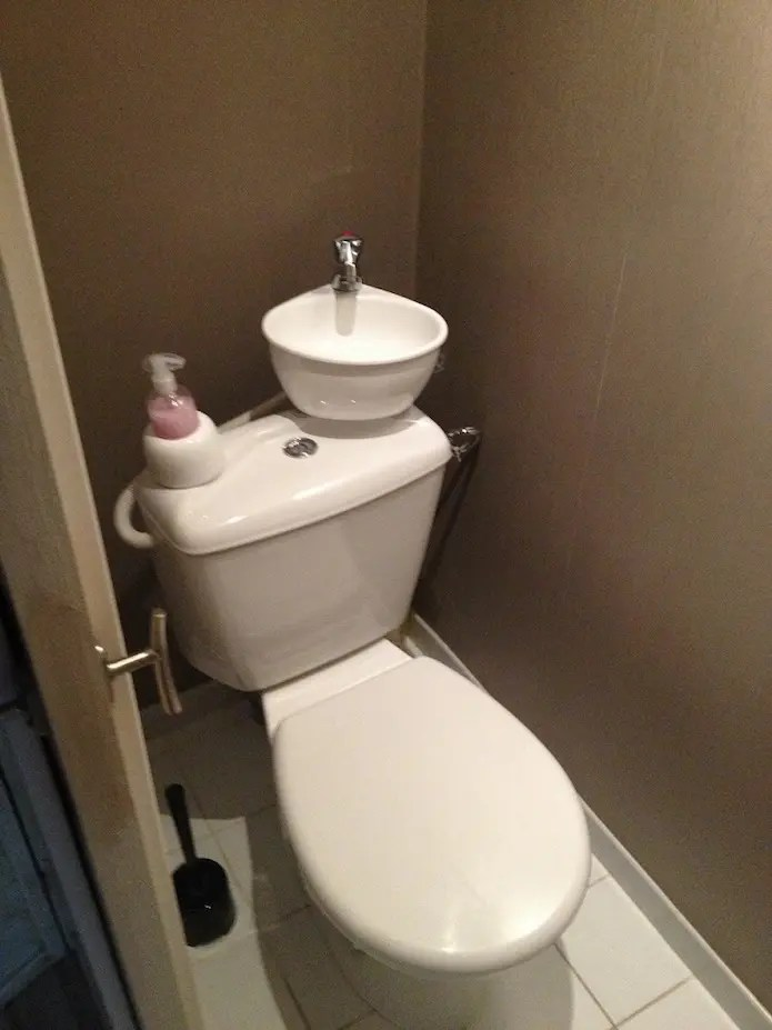 Economiques Et Ecologiques Ces Toilettes Ont Un Lavabo Integre
