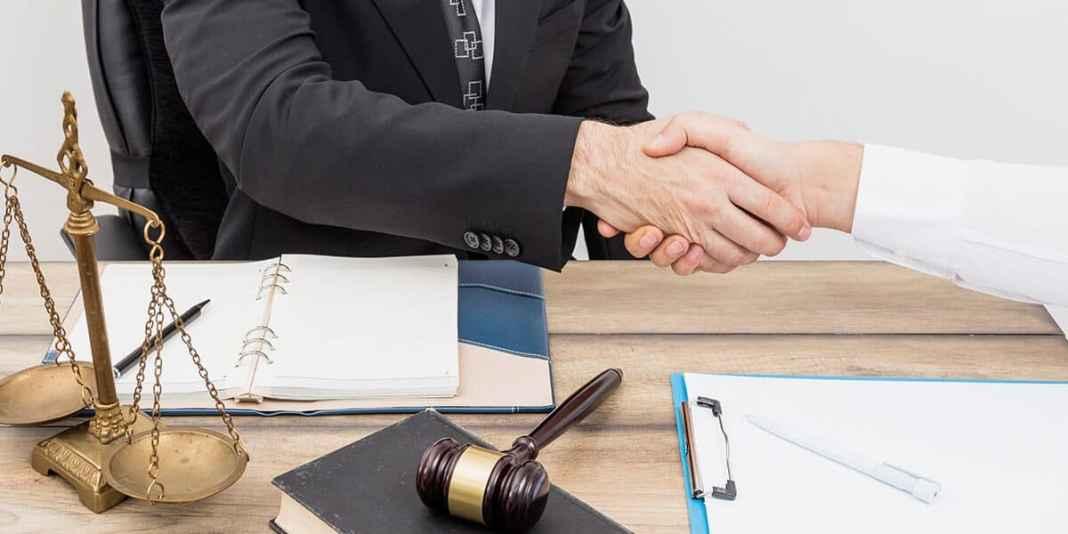 kako postati advokat