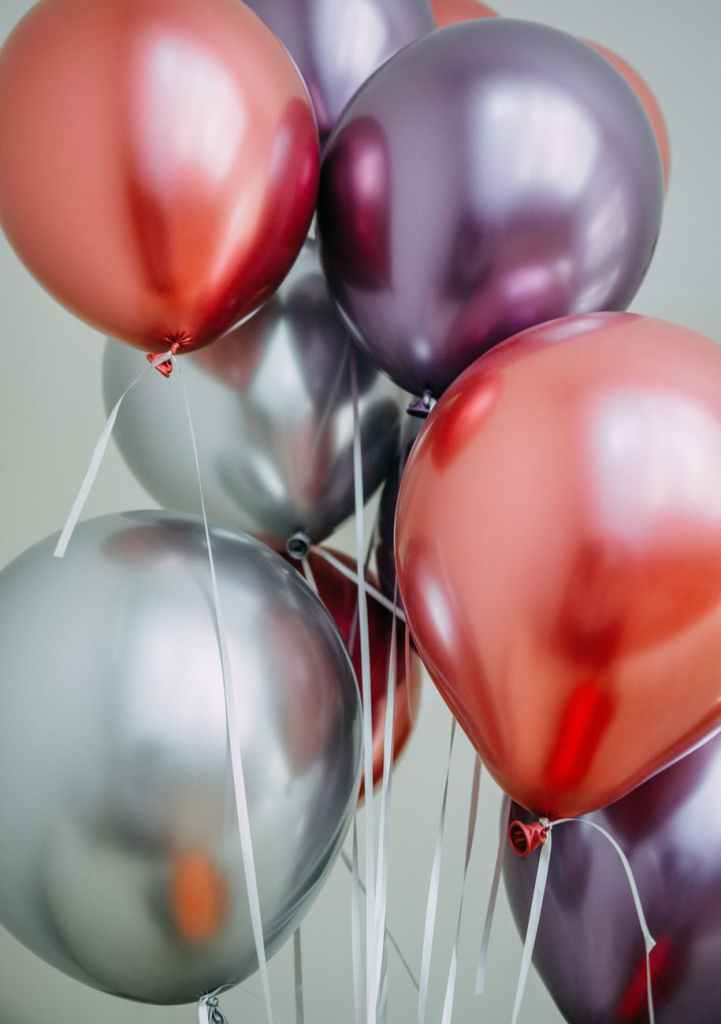 close up photography of balloons