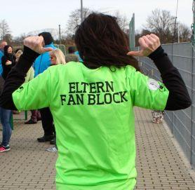 Zweites Eltern-Fanblock Shirt wegen guter Führung bekommen - diesmal in einem dämmerungsfreundlichem Grün.