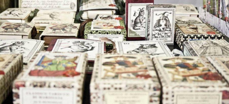 Milão: o laboratório dos tarôs realizados a mão