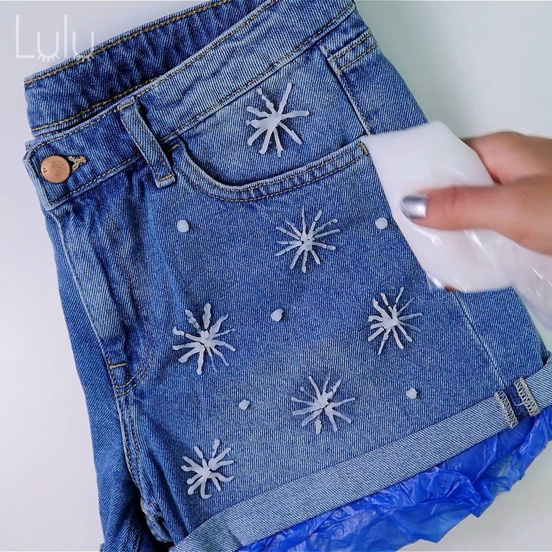Personalizando Shorts Jeans Com Amido De Milho E Cloro, Confira!