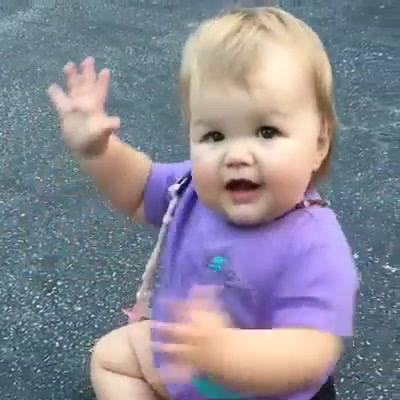 Bebê Brincando De Bater Palminha, Que Ser Mais Lindo E Fofo!