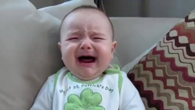 Bebezinho Dando Risada Com Espirro Da Mamãe, E Chorando Com A Voz Do Papai!!!