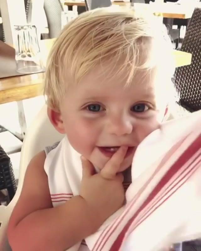 Criança Brincando De Cadê E Achou Com A Mamãe, Que Video De Criança Mais Fofo!