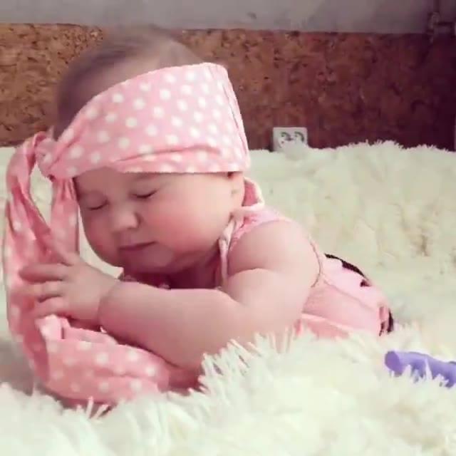 Bebê Fazendo Charme Para Foto, Ela Fez Até Olhar 43, Confira!
