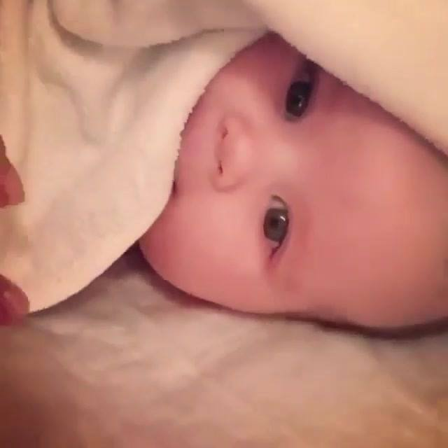 Bebê Fazendo Gracinhas, Quem Resiste A Essa Fofura? Confira!