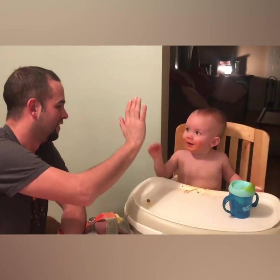 Bebês Se Divertindo Com Os Papais, Veja O Que Eles Fazem Para Seus Bebês Rirem!