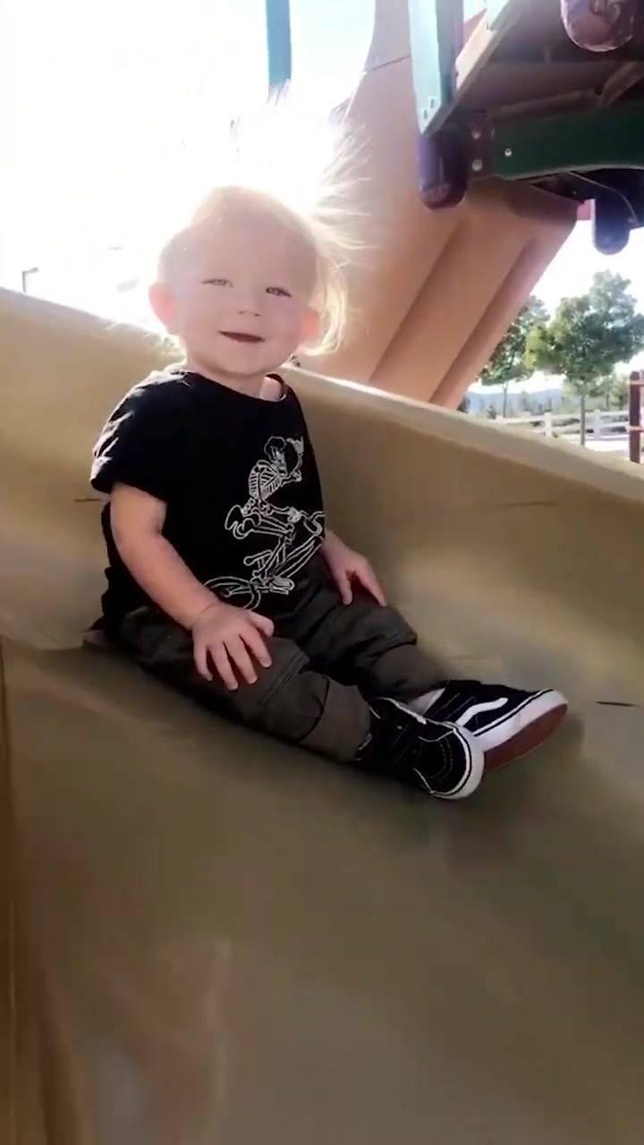 Criança Com Cabelo Arrepiado, Que Coisa Mais Fofa E Engraçada!