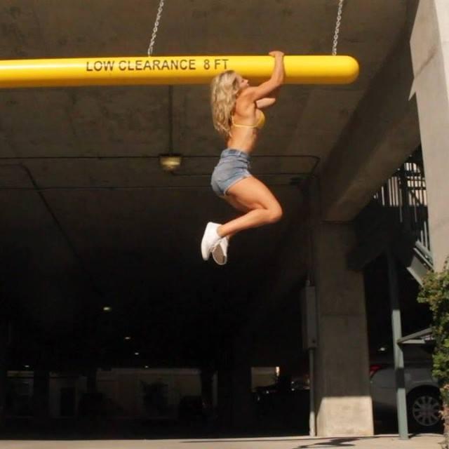 Mulher Fazendo Exercícios Bem Difíceis, E Você, Vai Chegar Nesse Nível?