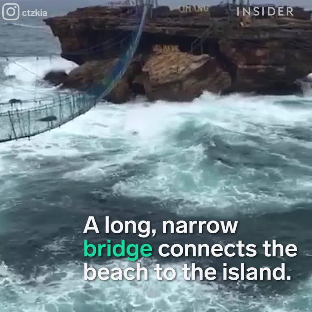O Lugar Mais Curioso Da Indonésia, Teria Coragem De Descer Nesta Gondola?