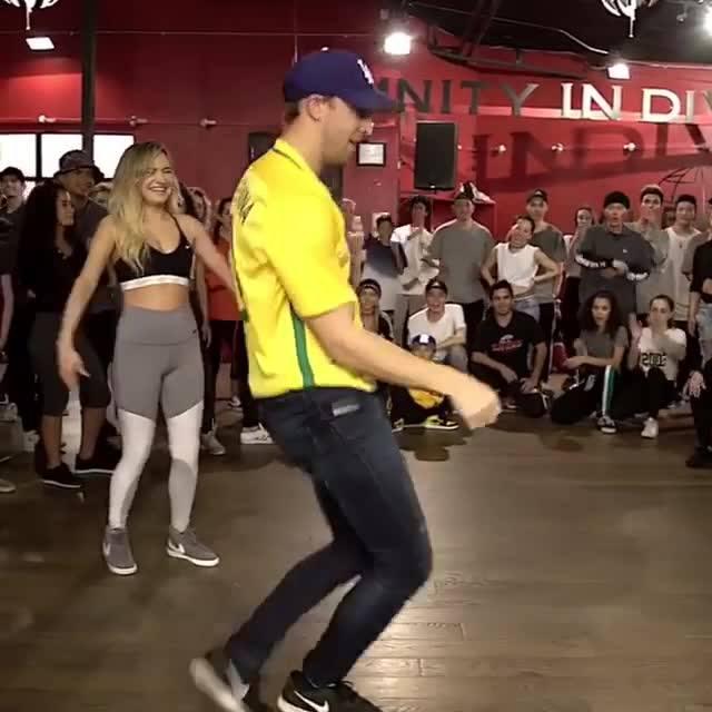 Vídeo De Dança Com Casal, Olha Só Que Legal A Forma Que Eles Dançam!!!
