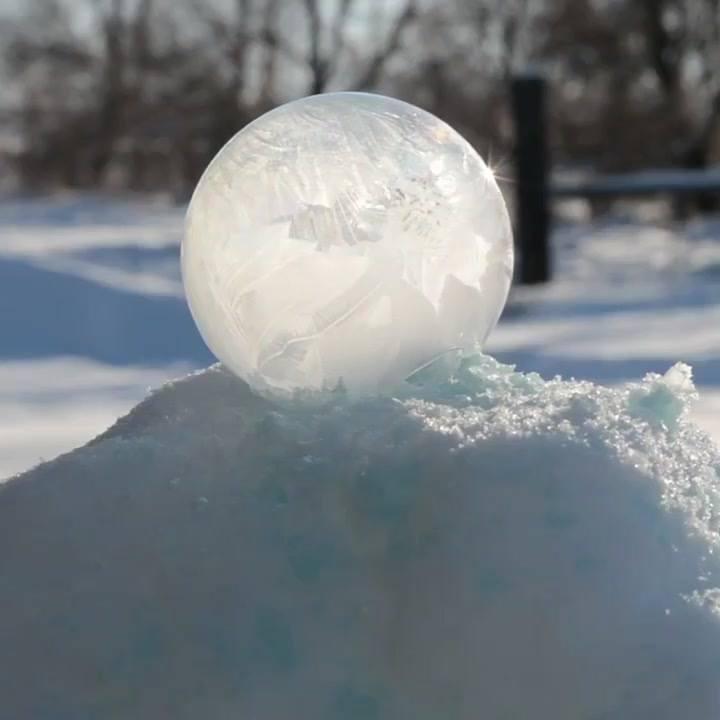 Impressionante Bola De Sabão Congelando, O Efeito É Incrível!!!