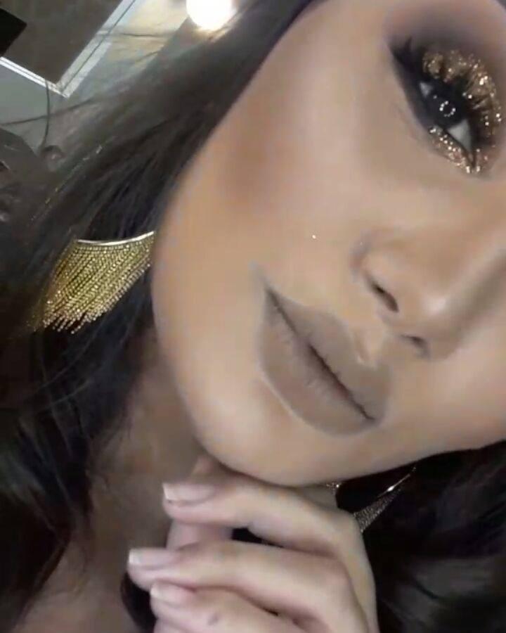 Maquiagem Com Esfumado Cinza E Sombra Prata, Olha Só A Cor Deste Batom!!!