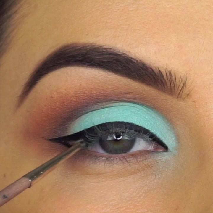 Maquiagem Com Esfumado Marrom E Sombra Verde Água E Delineado!!