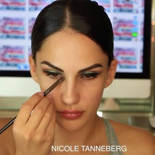Maquiagem Com Sombra Verde E Esfumado Marrom E Batom Cor De Boca Lindo!!!