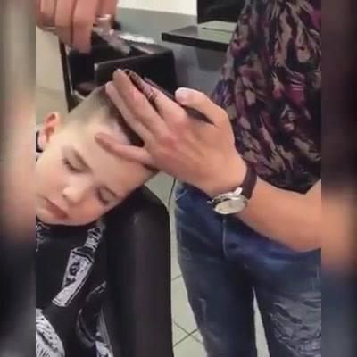 Menino Dormiu No Barbeiro