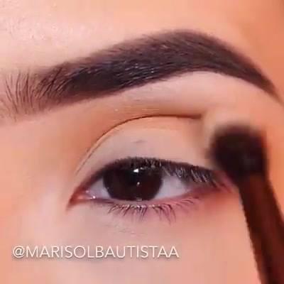 Maquiagem Com Esfumado Marrom, Sombra Cintilante E Delineado Impecável!!!