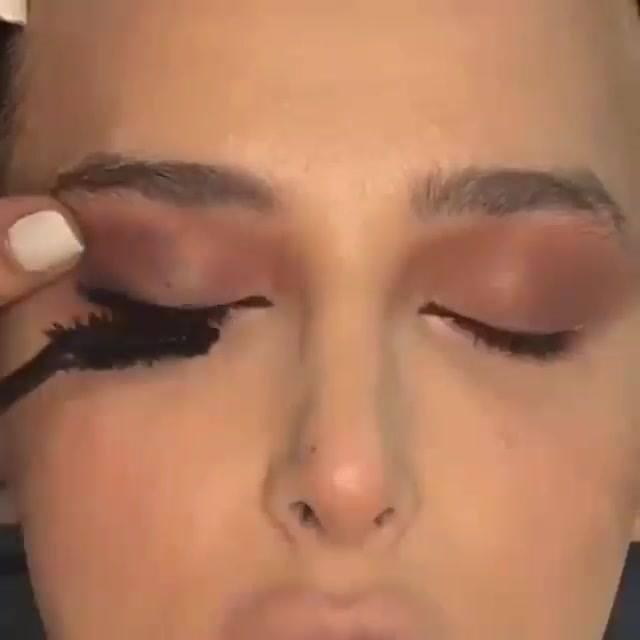 Vídeo Com Inspiração De Make Completa Com Sombra Marrom E Batom De Cor Nude!!!