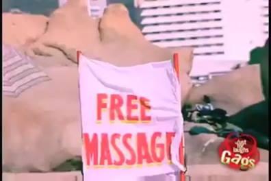 Pegadinha Da Massagem Grátis, Para Colocar O Pescoço No Lugar Kkk!