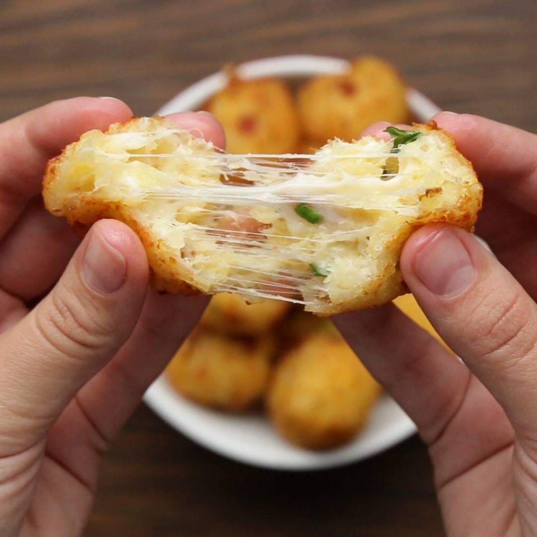 Receita De Bolinha De Mandioca Com Bacon E Queijo, Uma Delícia!