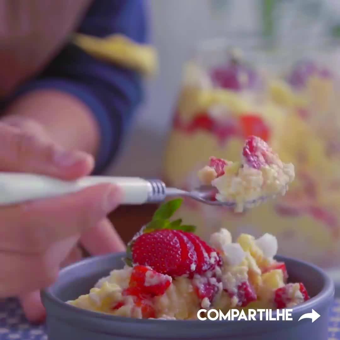 Aprenda A Fazer Uma Deliciosa Sobremesa Com Suspiros E Morangos!