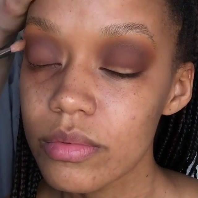 Inspiração De Maquiagem Para Pele Negra Com Sombra Azul Maravilhosa!!!