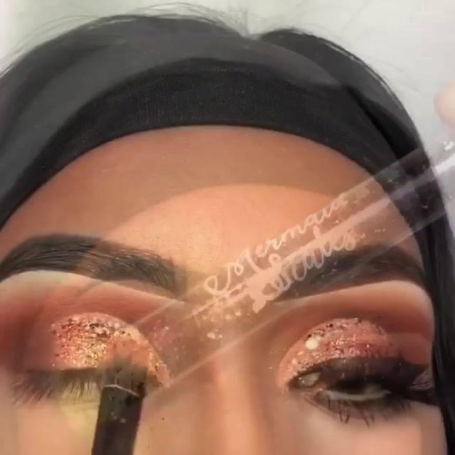 Inspiração De Sombra Com Glitter Em Flocos Em Tom Cobre, E Esfumado Marrom!!!
