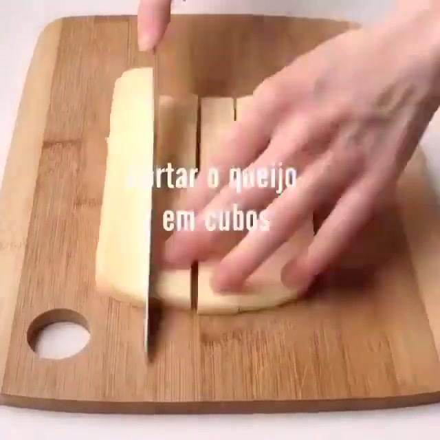 Receita De Cubinhos De Frango Recheado Com Queijo, Uma Delicia De Petisco!!!