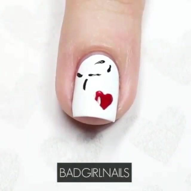 Unha Com Esmalte Branco Com Desenho De Coração, Olha Só Que Charme!!!
