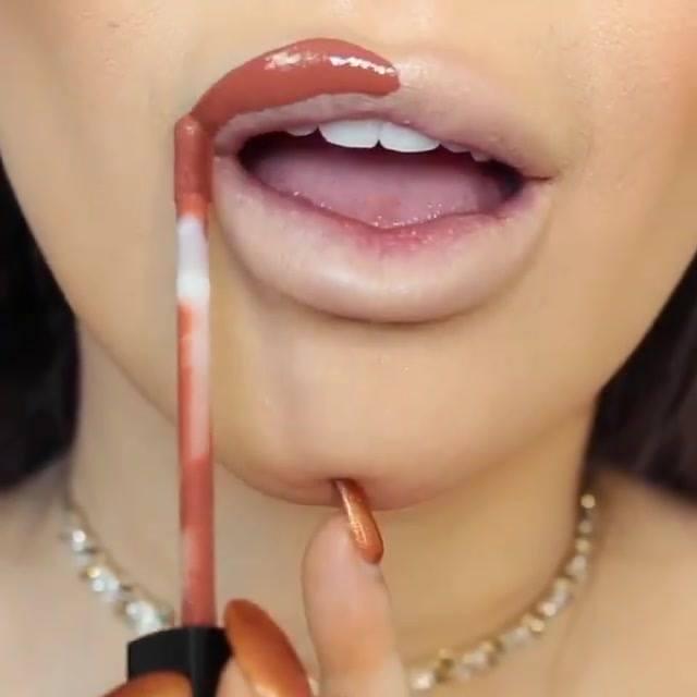 Vídeo Com Várias Cores De Batons Maravilhosos, Impossível Escolher O Mais Lindo!