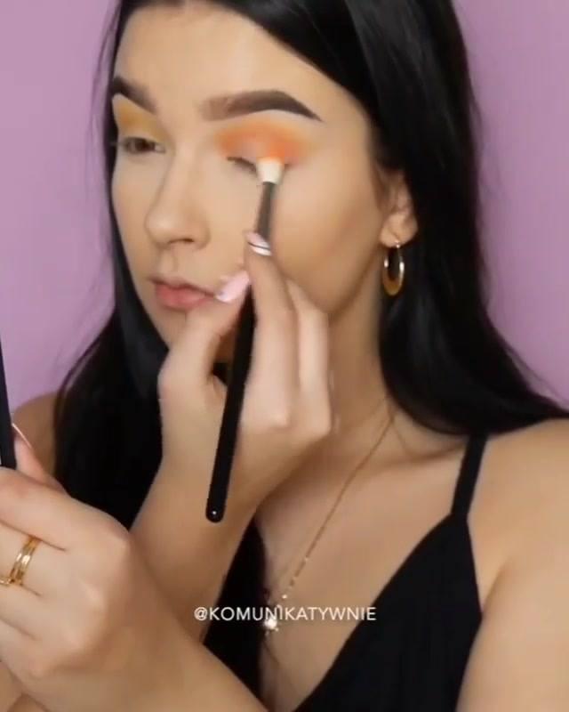 Tutorial De Maquiagem Com Preparação De Pele, E Sombra Linda Para Você Arrasar!!