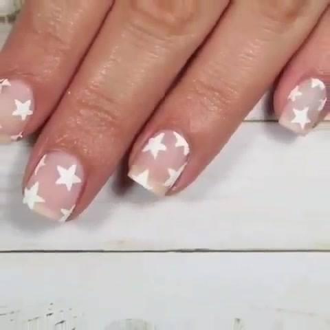 Unhas Decoradas Apenas Com Estrelas Brancas, Confira E Compartilhe!