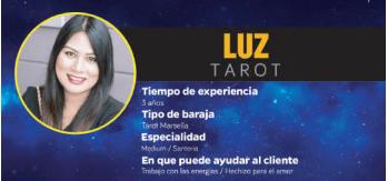 Luz es una vidente particular con un servicio en Barcelona de tarot telefónico recomendado, fiable y económico