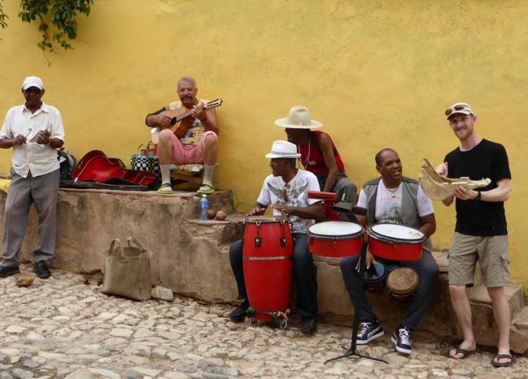 Trinidad-music-group-in-street