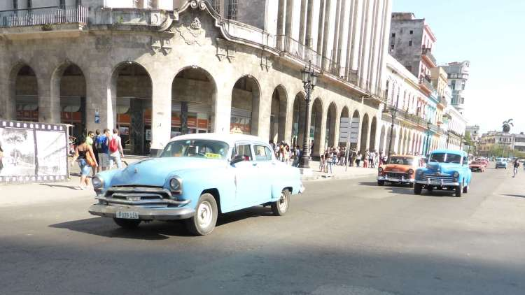 Cuba's cars circulate around Parque Central