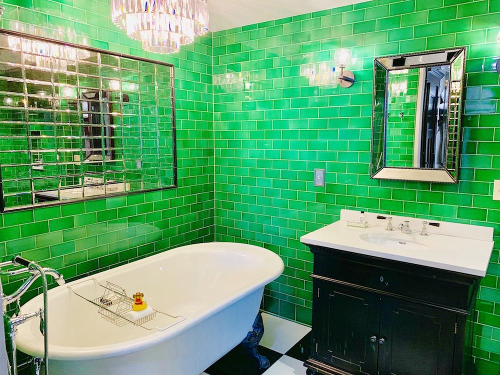 emerald room tub