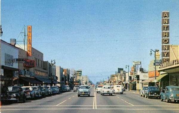 Bellflower California business district Bellflower Blvd ...