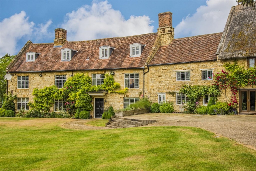 Period-Houses-For-Sale-In-Northamptonshire