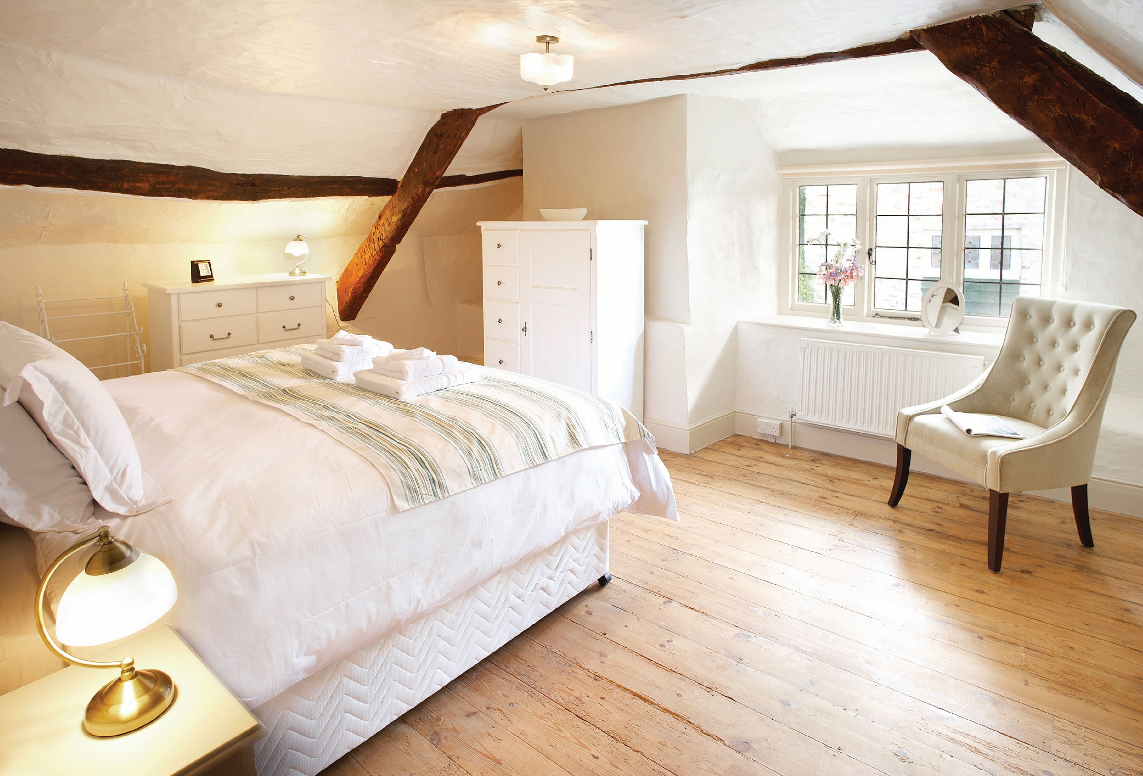 10_beautiful_thatched_cottages_in_england_magna_cottage_devon