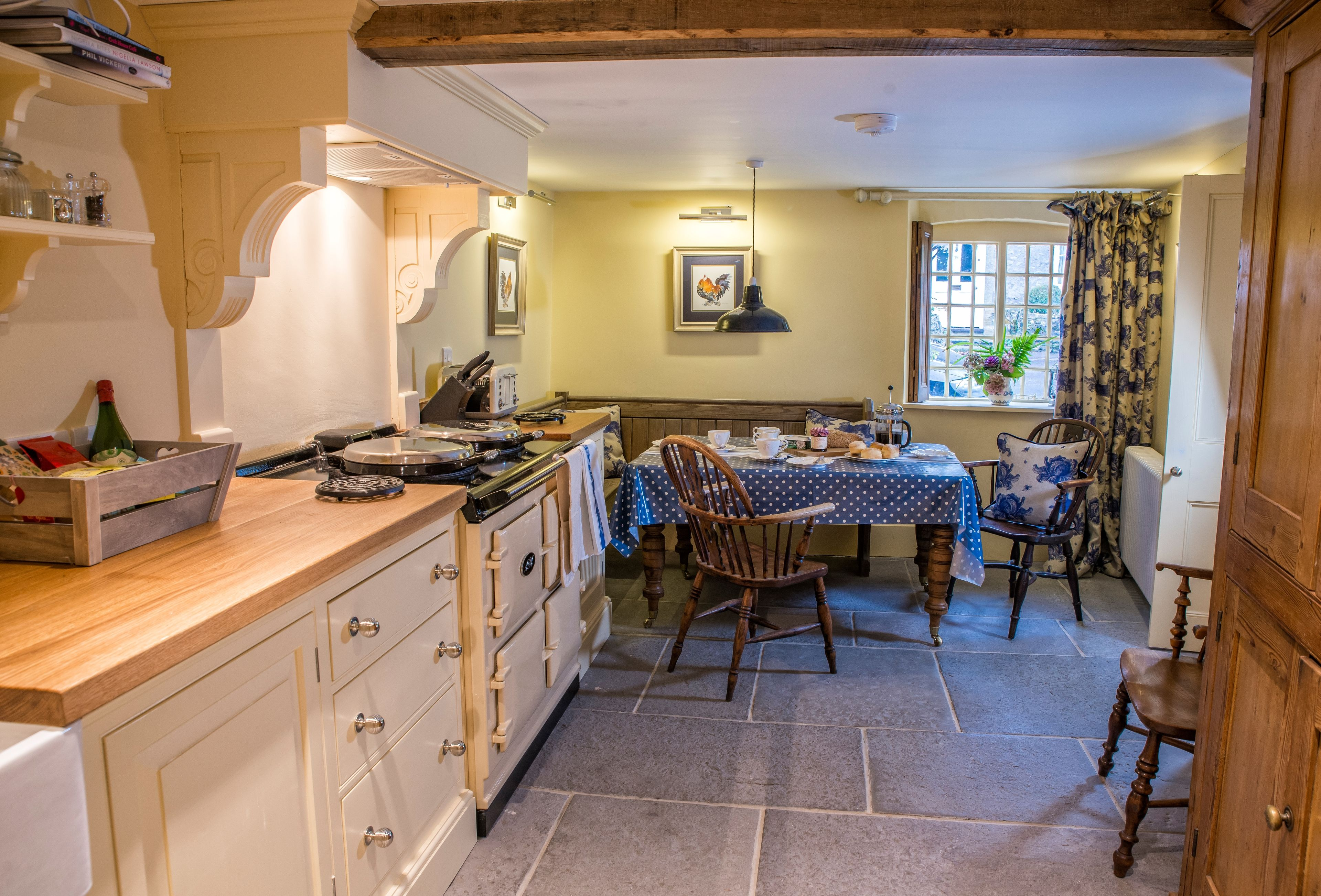 10_beautiful_thatched_cottages_in_england_laundry_cottage_dorset