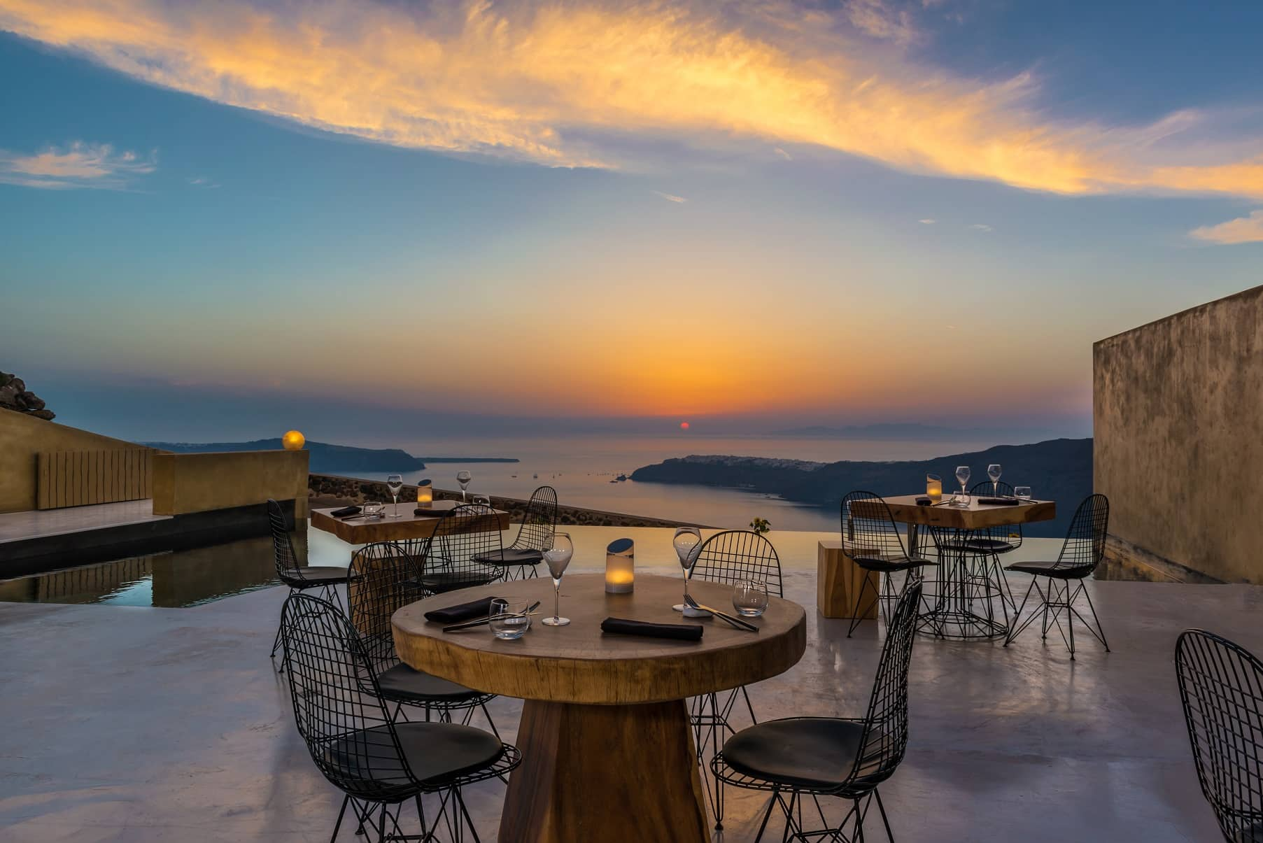 best_hotel_views_in_santorini_andonis_concept