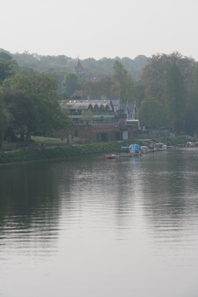 The view of Richmond looking up river from Richmond Bridge