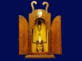 Anunciação Megalômana 1985   Farnese de Andrade oratório de madeira e objetos diversos 70 x 27 cm Reprodução Fotográfica Romulo Fialdini