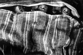 sebastião-salgado-12-zaire-orfanato