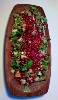 Pearl barley salad with baby spinach, mixed salad, apple and pomegranate. We were also making a rhubarb tart so we had a bit of rhubarb juices that I mixed with white wine to make a vinegaret. It was so yummy and the left overs will be my lunch today.
