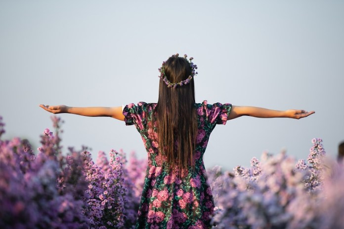 55 ways to practice gratitude in your daily life. Unlock the power of gratitude with these daily rituals to higher your consciousness.