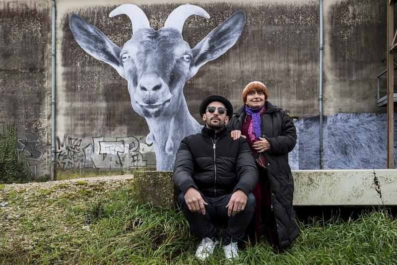1024px-Streetart-Künstler_JR_und_Regisseurin_Agnès_Varda_