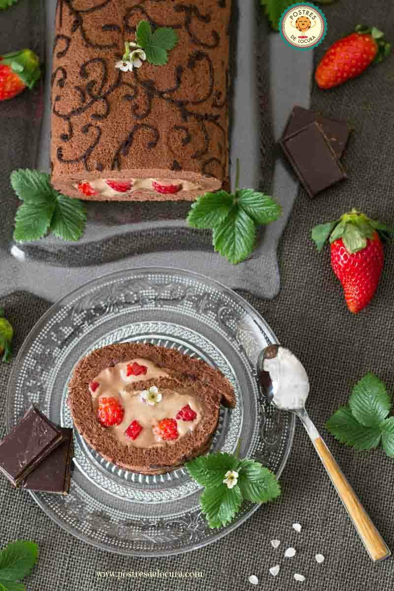 Rollo fantasia de chocolate y fresas