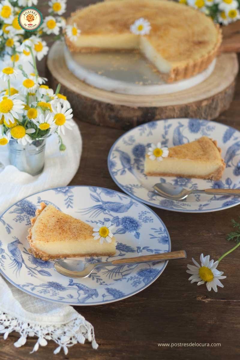 Porciones de tarta de crema pastelera al horno